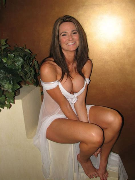 moms slit spread gorgeous mom in sexy white dress 13351