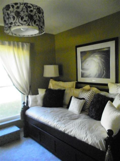 spare room decorating ideas guest room day bed home is where the heart is
