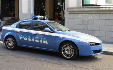 polizia it permesso di soggiorno la polizia sequestra un computer in un ufficio nolano
