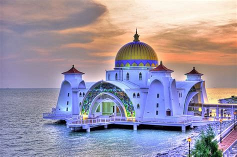 wallpaper masjid cantik the world s most beautiful mosque in malaysia is