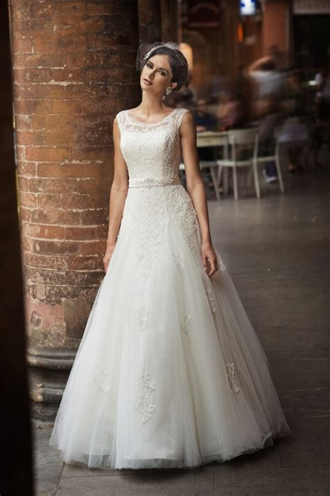 Trendy Wedding Dresses Uk by Wedding Trend Report