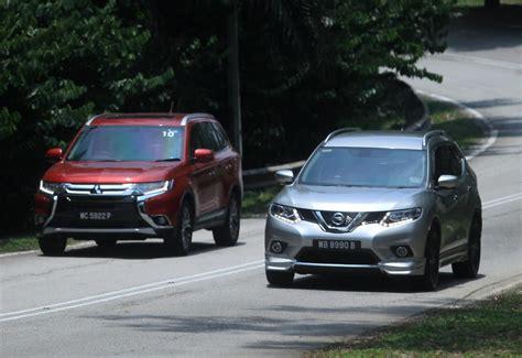 nissan outlander interior nissan x trail vs mitsubishi outlander carsifu