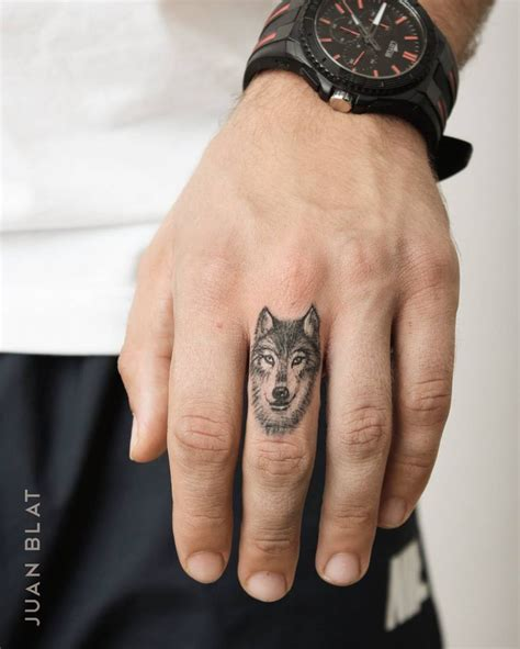 wolf tattoo wrist best 25 tatto ideas on tattoed guys