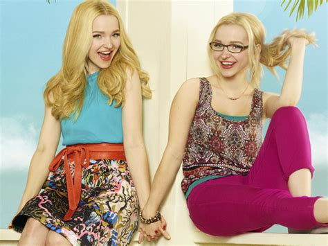 liv and maddie california style superstars cinema e tv liv e maddie est 227 o de volta com