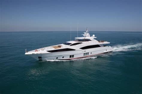 qatar jacht the pearl qatar luxury yacht charter superyacht news