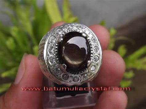 Black Sapphire Safir black sapphire set on a glittering silver ring ordered by
