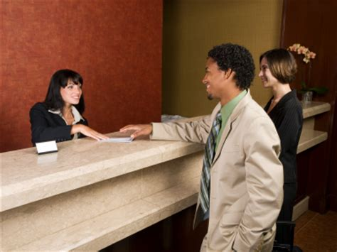 hotel front desk clerk basic tips on great hotel front desk customer service