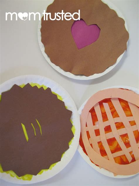 How To Make A Paper Pie - paper plate craft thanksgiving pies preschool