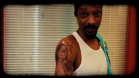 snoop dogg gets a tattoo from mr cartoon youtube