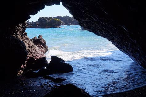 black sand game waianapanapa black sand beach hāna maui hawaii a