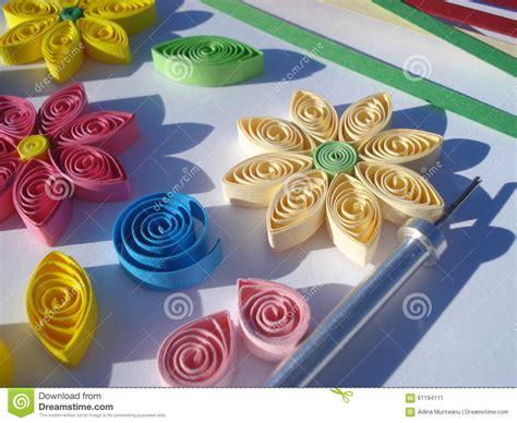 fiori fatti di carta fiori di carta fatti a mano nei colori morbidi fotografia
