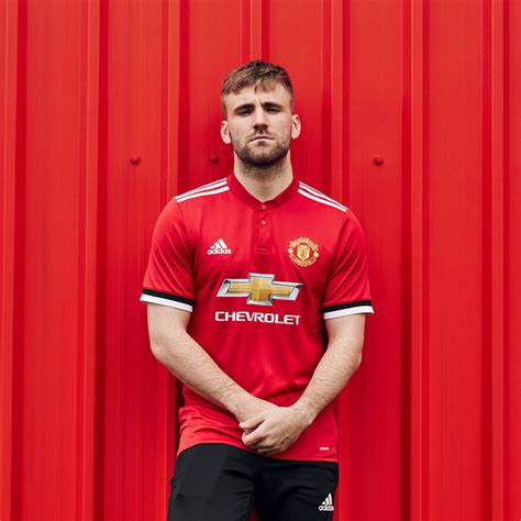 manchester united unveil new home kit for 2017 18 season besoccer