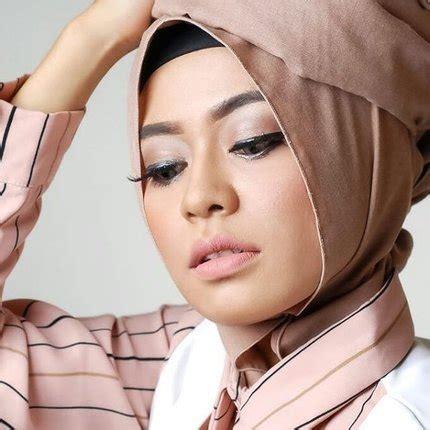 tutorial make up wanita berhijab tutorial makeup natural untuk wanita berhijab clozette