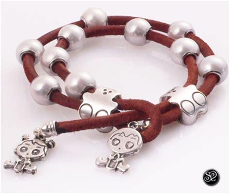 como hacer pulseras de cuero y abalorios c 243 mo hacer pulsera de cuero ositos y perlas abalorioscdb
