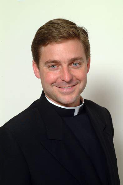 Pluger Telor jonathan morris priest