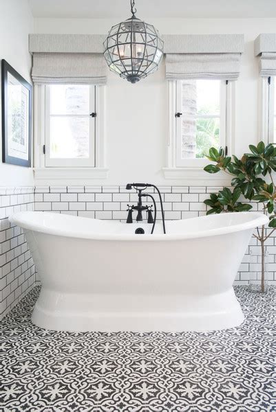 Black and white tiled bathroom tile pattern