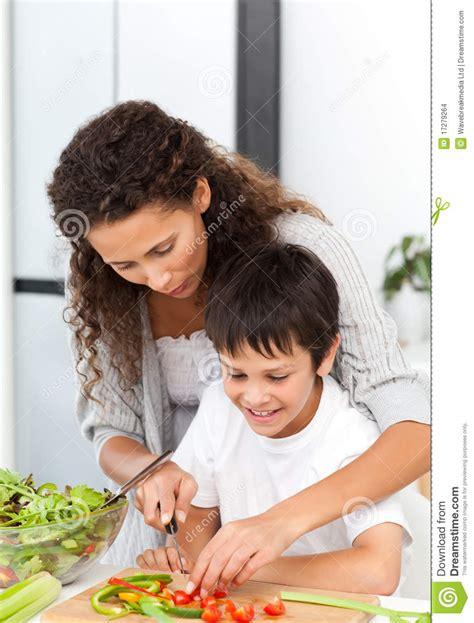 madre le pide ayuda a su hijo y se la coje madre ayuda a su hijo xxxbunkercom madre ayuda a su hijo