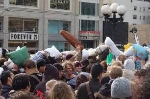 union square pillow fight 2006 nyc pics