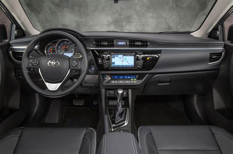 Toyota Le 2015 Toyota Corolla Reviews And Rating Motor Trend