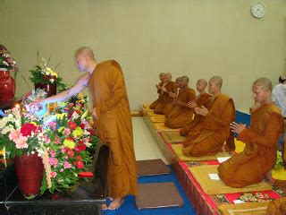 jubah bhikkhu civara untuk persembahan hari kathina 1 study of religions in the world juni 2012