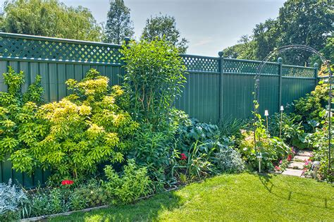 choosing   garden fencing  security colourfence