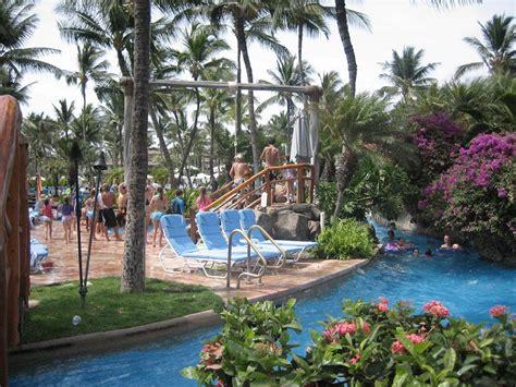 rope swing into pool wedding anniversary in hawaii wailea shoreline walk