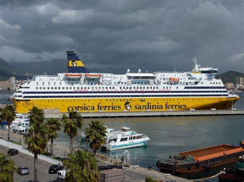 ajaccio port corsica ferries les bateaux dans le port d ajaccio
