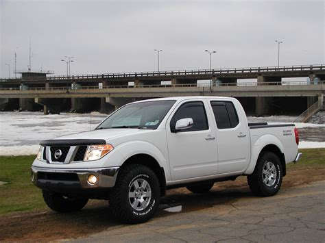 lifted nissan frontier white nissan frontier lifted