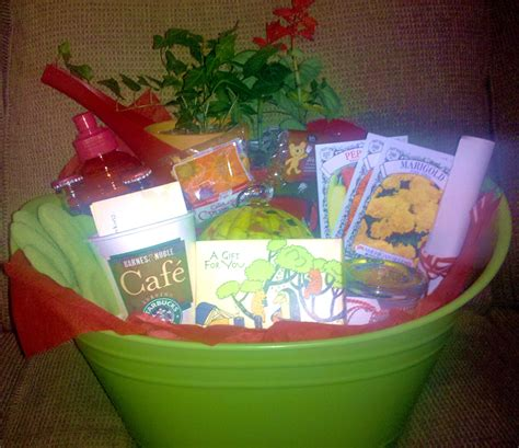 Gardening Gift Basket Ideas by Sparkly Gift Basket Guide