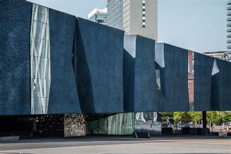 Bäder Modern 4700 by Herzog De Meuron S Museu Blau In Barcelona Through The