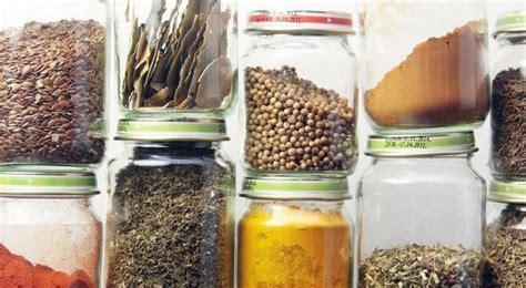 Tempat Menyimpan Bumbu Dapur tips memilih menyimpan bumbu dapur agar lebih tahan lama
