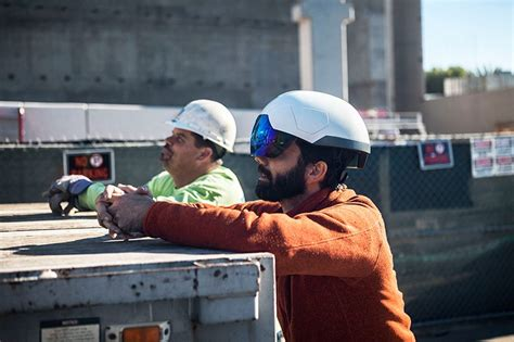 motorcycle helmet augmented reality daqri brings 3d visualization to the construction site