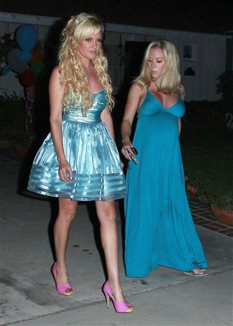 Holly Madison Dailymotion - kendra wilkinson holly madison shower video