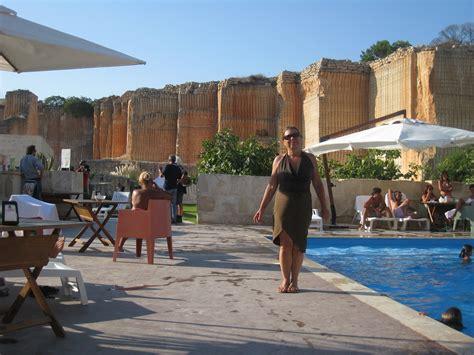 sicilia turisti per caso negli alberghi ricavati dalle ex cave tufo viaggi