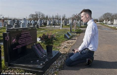 Winehouse Ignores Advice To Make New Hubby Sign Prenup by Visits S Grave Oh No They Didn T