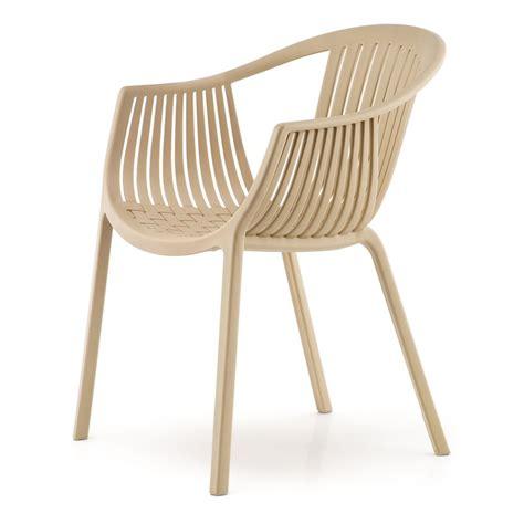sandfarbener stuhl tatami 306 stuhl pedrali aus polypropylen stapelbar