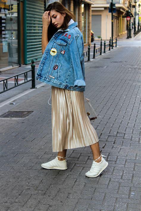how to wear metallic pleated midi skirt