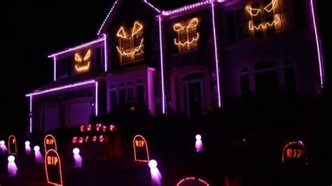 halloween house lights to music watch this halloween house light show to macklemore s downtown makes us so happy