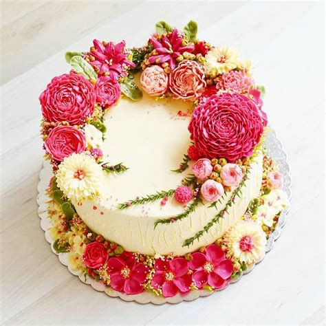 Fiori Chocolate Sugar Box buttercream flower cakes are a delicious way to welcome