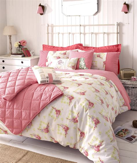 bedding ideas shabby chic bedroom ideas for a vintage bedroom look