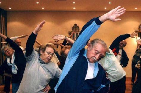 imagenes de yoga para tercera edad entrenamientos para la tercera edad revitalizantes y