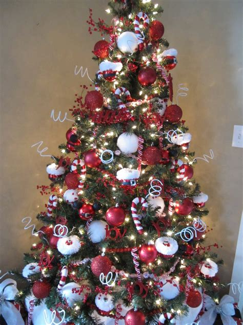 how to properly decorate a christmas tree sew many ways how to decorate a tree