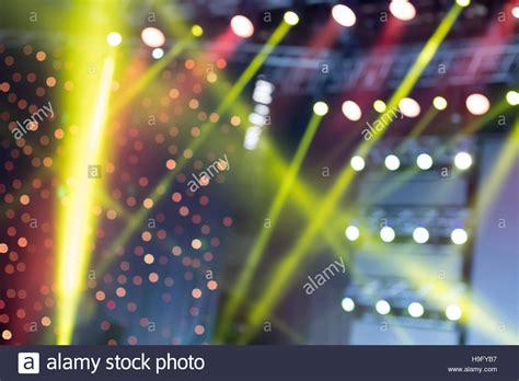 bunte beleuchtung bunte beleuchtung licht show auf dem konzert unscharfer