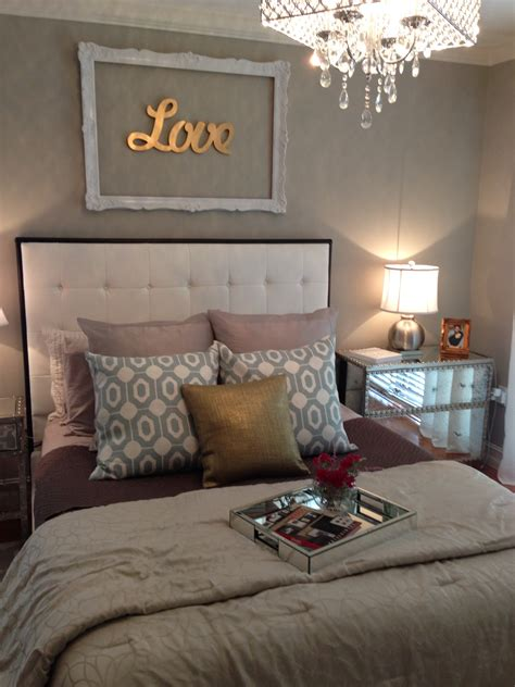 silver and gold bedroom too many different colors but i love the decor above the