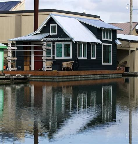 floating houses 1000 images about houseboat on pinterest houseboats