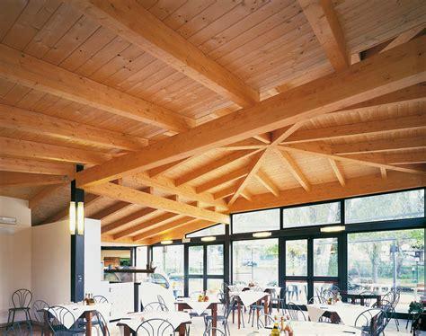tetto a padiglione in legno tetto in legno ristorante fonti clitunno