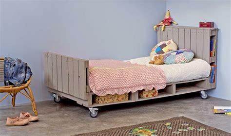 chambre enfant palette r 233 cup palettes 34 chambres 224 coucher la t 234 te de lit palette