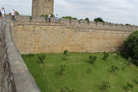 File Lincoln Castle Curtain Wall 4 Jpg Wikimedia Commons