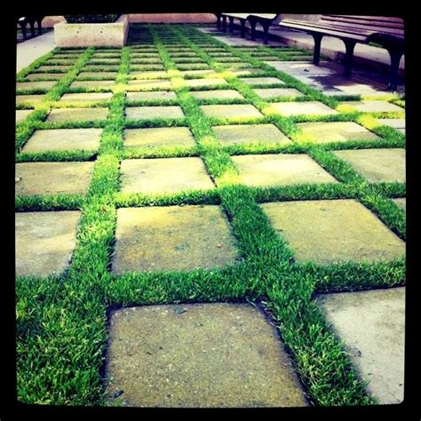 Backyard Ideas With Pavers And Grass 25 Best Ideas About Paving Patio On