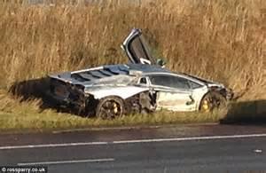 crashed white lamborghini lamborghini supercar worth 163 260 000 destroyed after m6